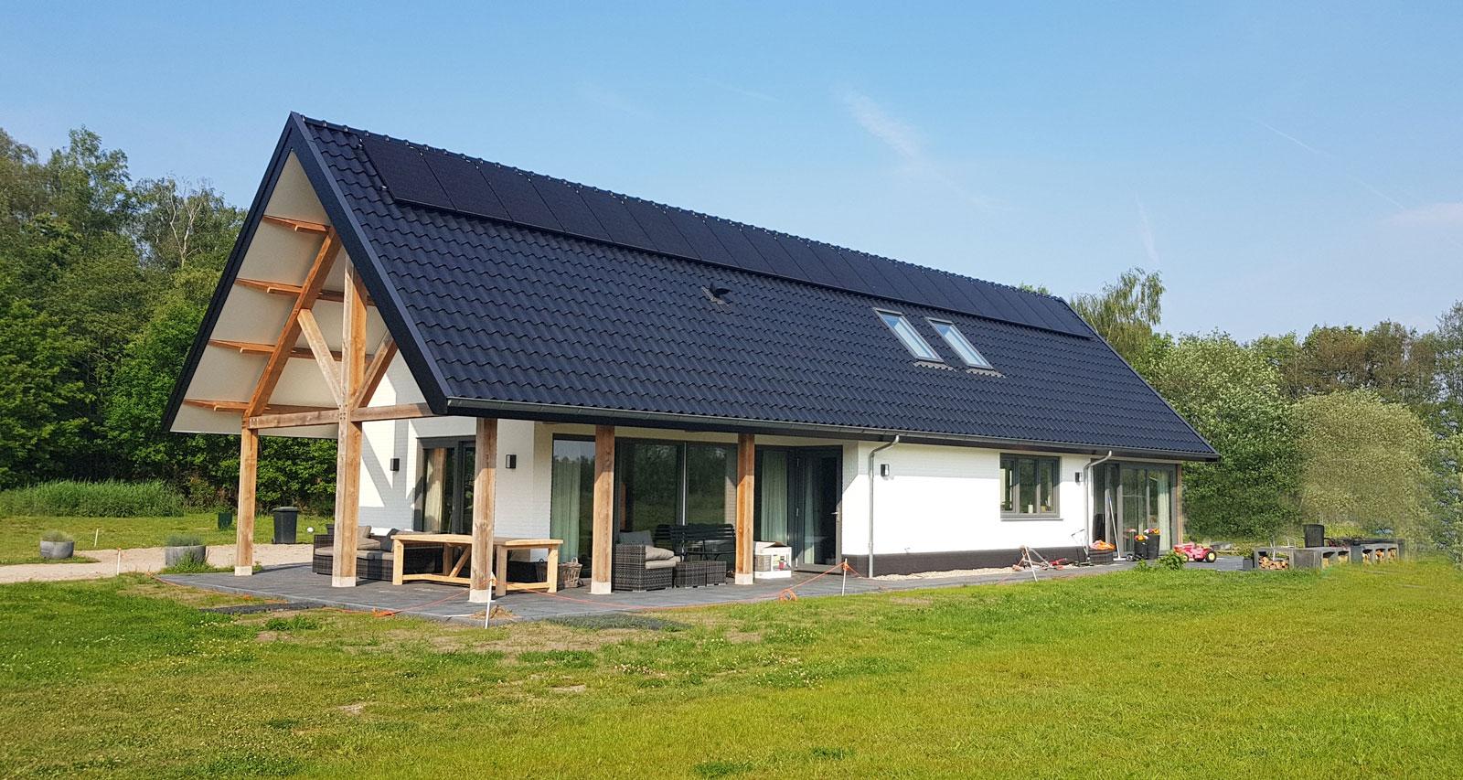 kapschuur-eigentijds-gelamineerde-constructie-massief-hout-sedum-dak-architect-van-oord-architectuur-en-design-wenum-wiesel-architectuur